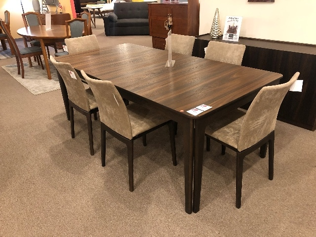 Sm27 Dining Table Floor Model