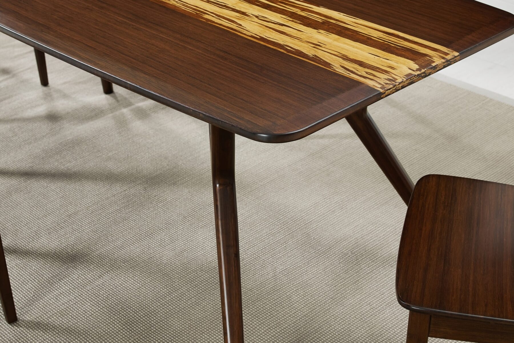 GA0008SA Greenington Azara Dining Table Edge Detail